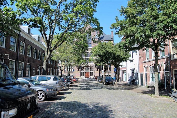 Sint Jacobsgracht 18 *