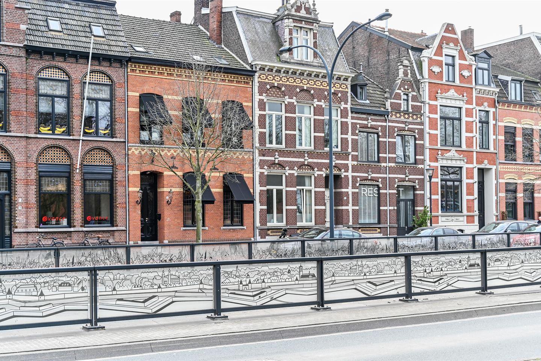 Bekijk foto 2 van Burgemeester van Rijnsingel 19