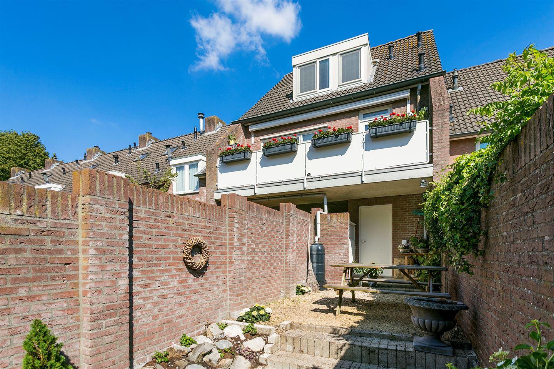 View photo 2 of Kerkstraat 31