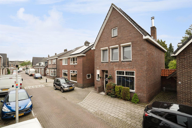 Bekijk foto 2 van Herman van Hoevellstraat 6