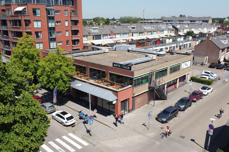 Bekijk foto 2 van Winkelcentrum De Schoof 240