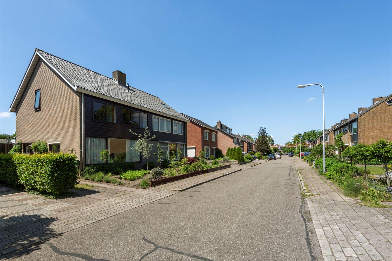 Bekijk foto 3 van Van Hoffenlaan 9
