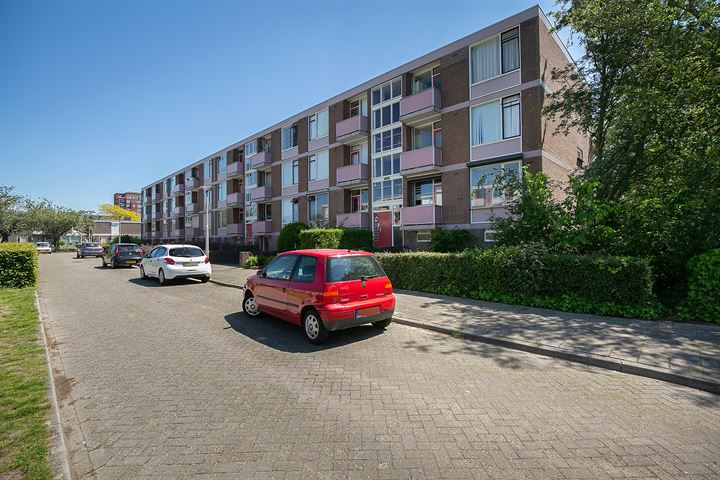 Domela Nieuwenhuisstraat 1