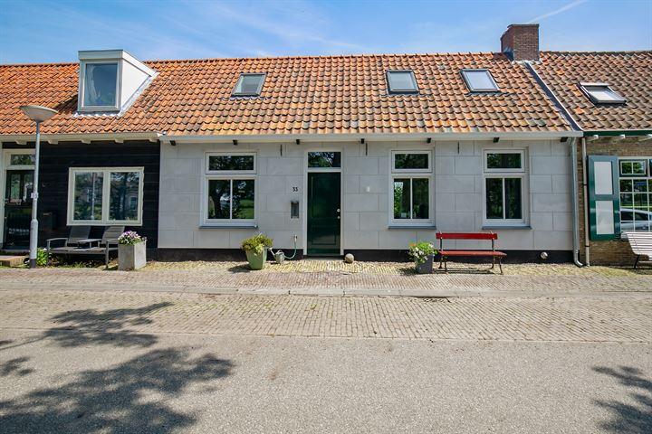 Dorpsstraat 33 .