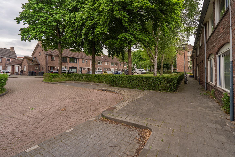 Bekijk foto 3 van Beatrixhof 9
