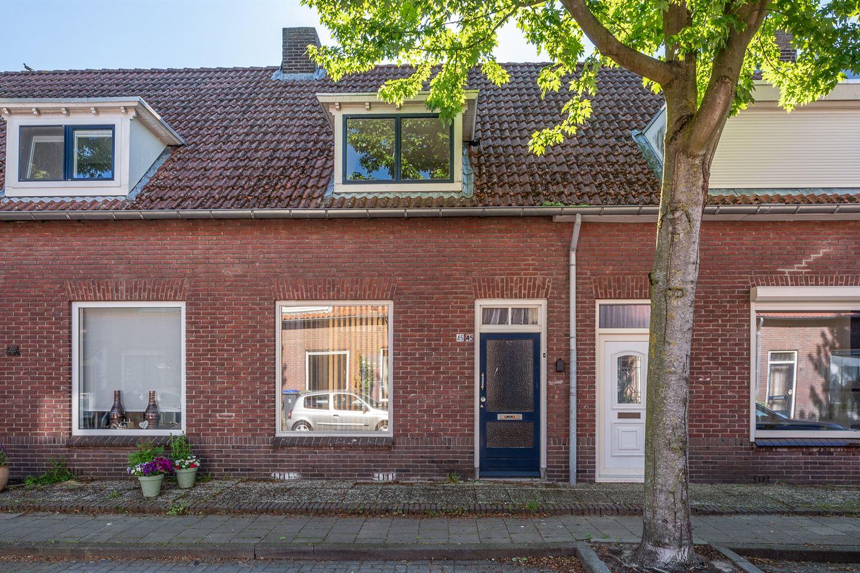 View photo 1 of Diepenbrockstraat 45