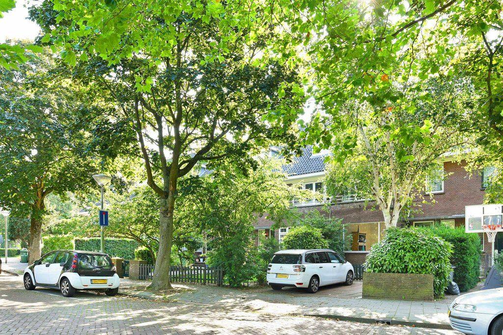 Bekijk foto 1 van Van Oldenbarneveltweg 30