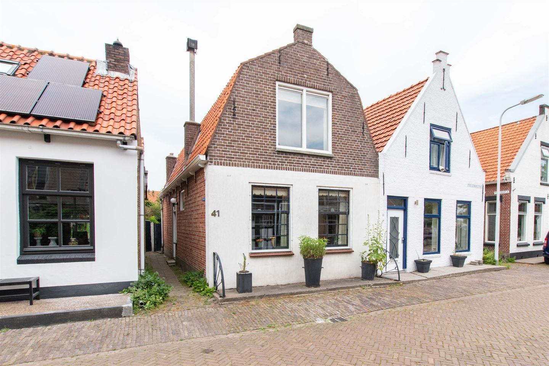 Bekijk foto 1 van Prof. Zeemanstraat 41