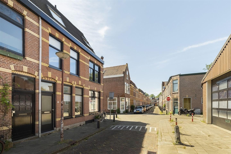 Bekijk foto 2 van Van der Woudestraat 41