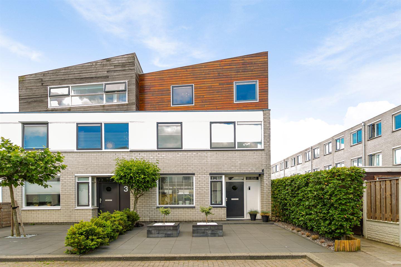 Bekijk foto 1 van Van der Vlugtstraat 1