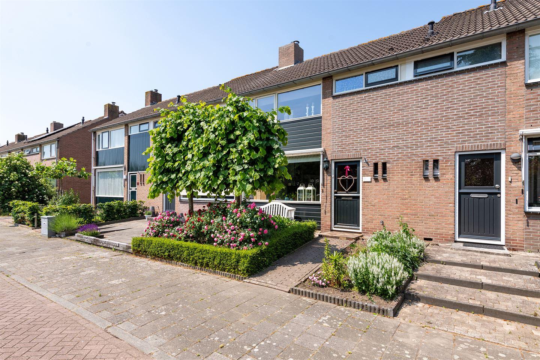 Bekijk foto 1 van Graaf Adolfstraat 26