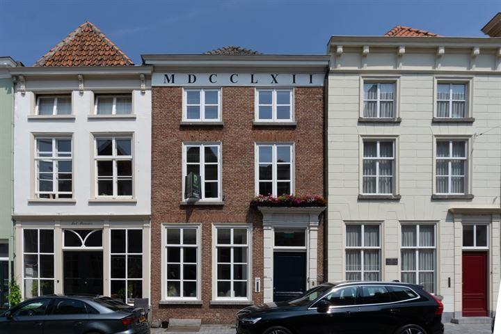 Lievevrouwestraat 32