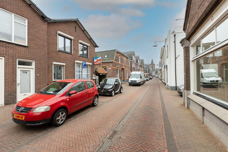 View photo 2 of Grotestraat 114
