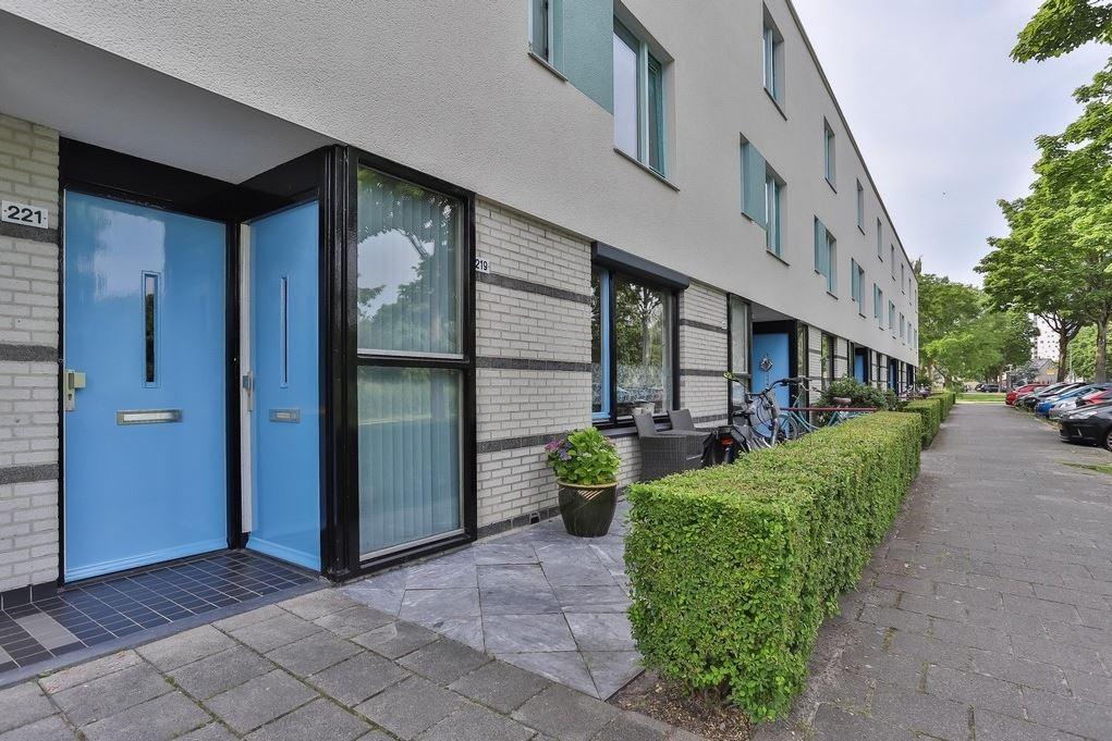 Bekijk foto 2 van J.M. den Uylstraat 221