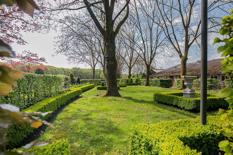 Bekijk foto 2 van Roestelbergseweg 4 *