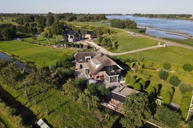 Bekijk foto 1 van Lekdijk-West 127