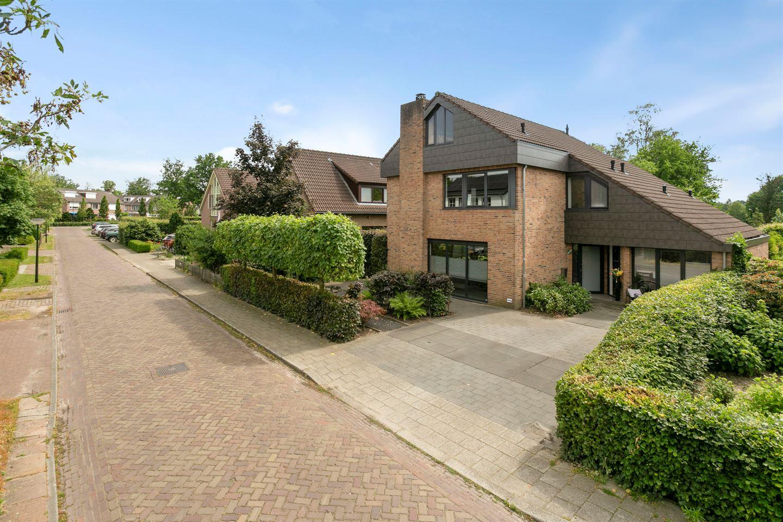 View photo 2 of Pastoor van der Heijdenstraat 9