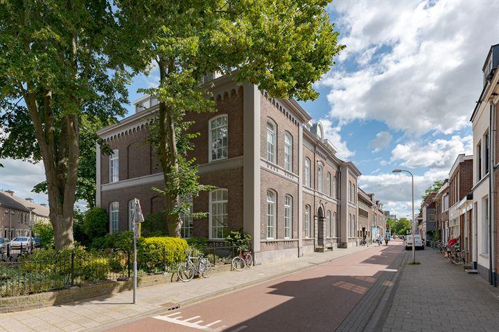 Van Karnebeekstraat 67 e