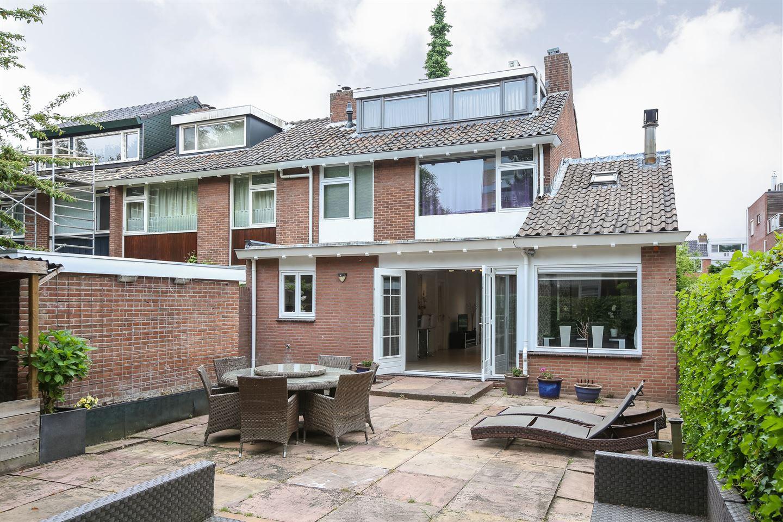 Bekijk foto 1 van Van der Helmstraat 1
