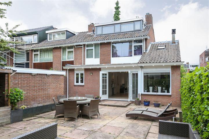 Van der Helmstraat 1