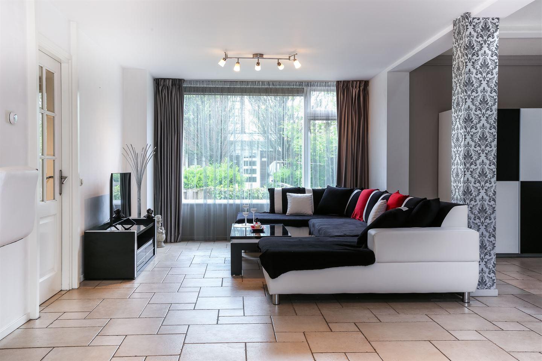 Bekijk foto 2 van Van der Helmstraat 1