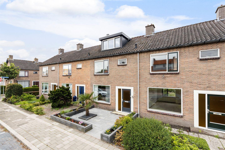 Bekijk foto 2 van Karel Doormanlaan 5