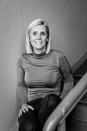 Dianne Uiting - Office manager