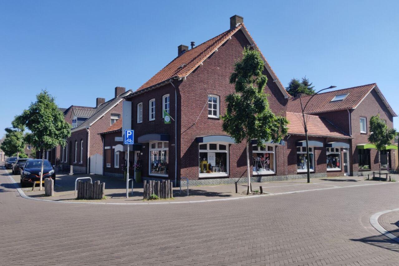 Bekijk foto 2 van Dorpsstraat 15 A