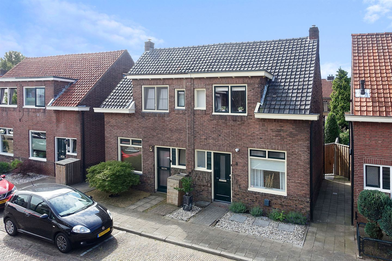 View photo 2 of Zonstraat 9