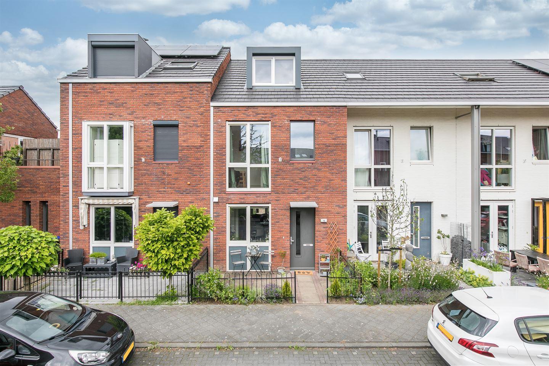 Bekijk foto 1 van Van den Broekstraat 12