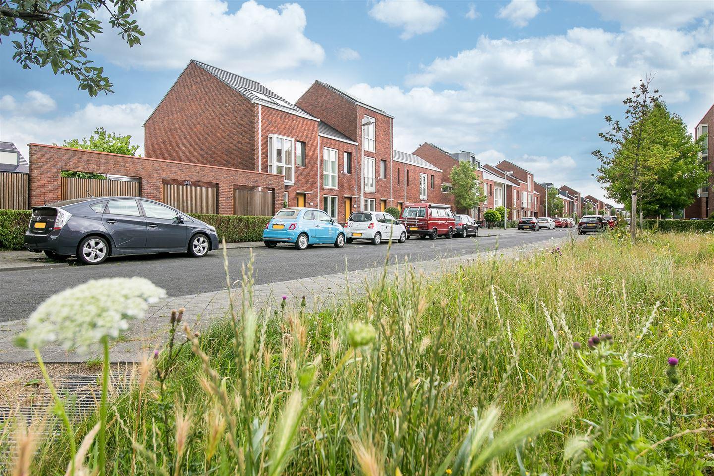 Bekijk foto 2 van Van den Broekstraat 12