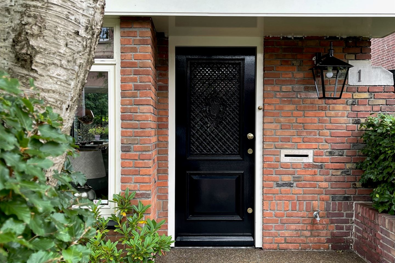 View photo 2 of Soomerluststraat 1