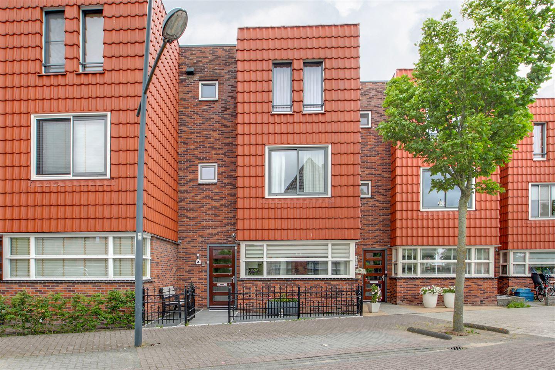 Bekijk foto 1 van J M van der Meystraat 4