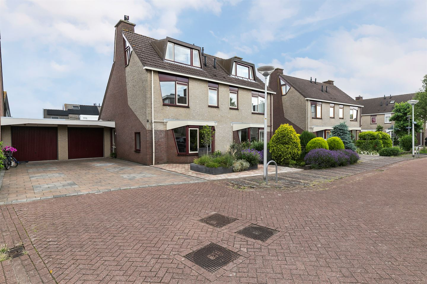 View photo 1 of Luchtstraat 9
