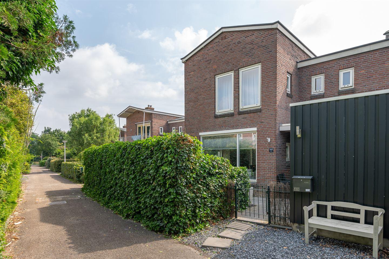 View photo 1 of Ten Oeverstraat 102