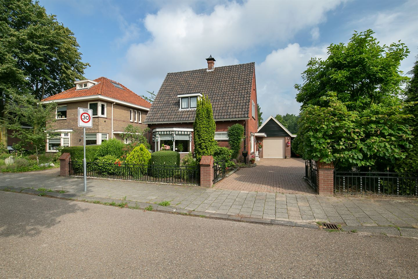 View photo 1 of Azelosestraat 42