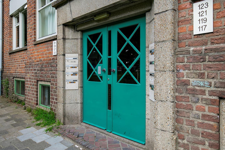 Bekijk foto 2 van Nassaustraat 129