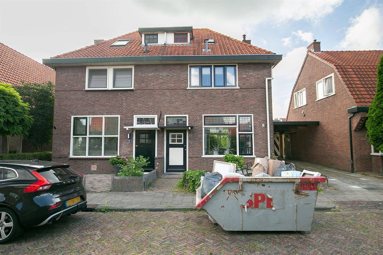 Bekijk foto 1 van Julianastraat 11