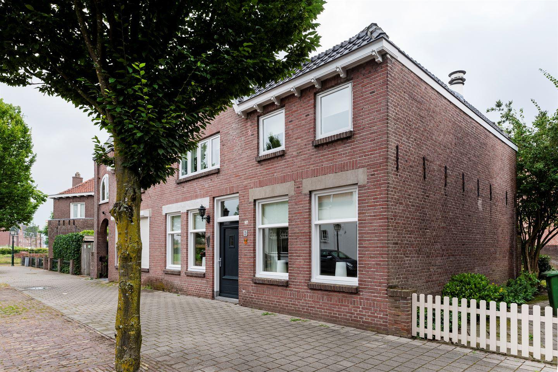 View photo 2 of Spoorstraat 3