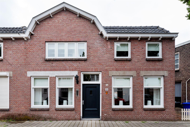 View photo 1 of Spoorstraat 3