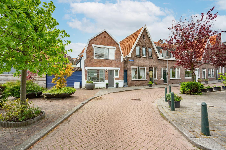 View photo 2 of Oranjeplein 3