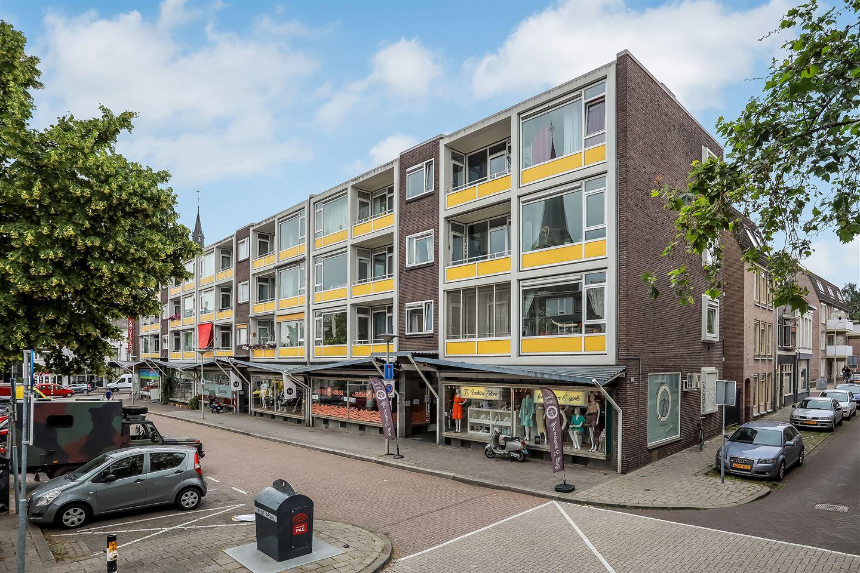 Bekijk foto 2 van Ir J.P. van Muijlwijkstraat 49