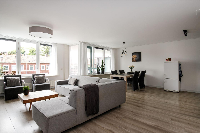 Bekijk foto 3 van Willem-Alexanderplein 15