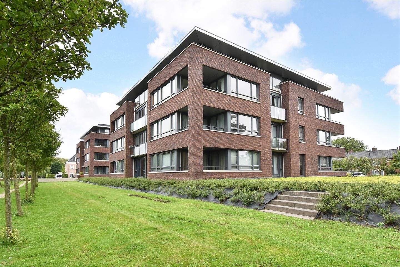 Bekijk foto 1 van Van Poeljestraat 56