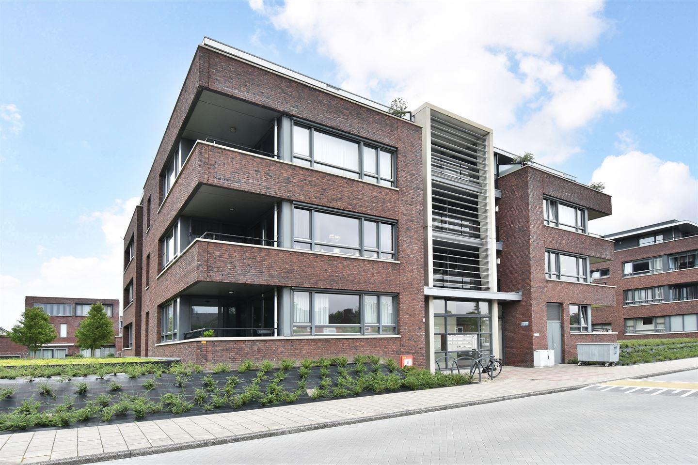 Bekijk foto 2 van Van Poeljestraat 56