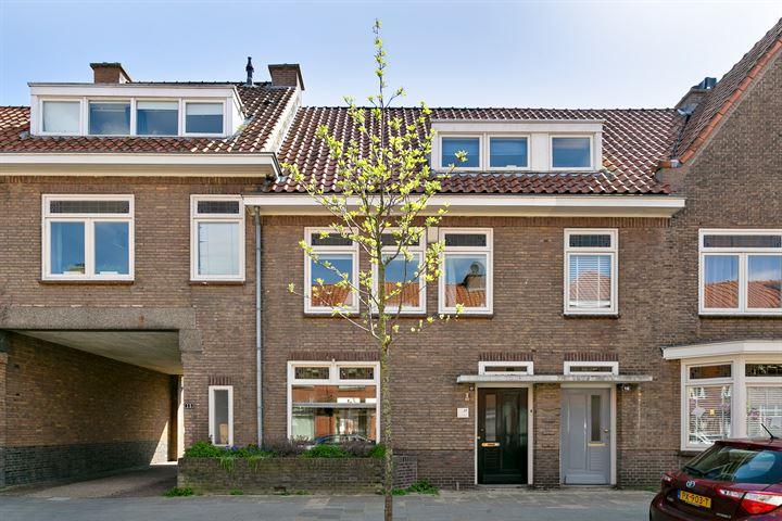 Amalia van Anhaltstraat 17