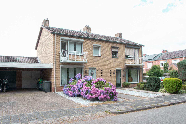 Bekijk foto 1 van Van Den Bongaertstraat 43