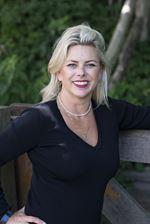 Angelique van Esveld  - Commercieel medewerker
