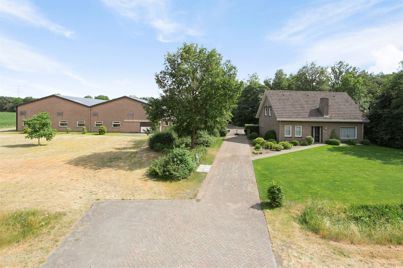 View photo 1 of Deurneseweg 111