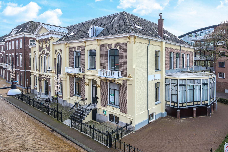 Bekijk foto 2 van Burgemeester van Nispenstraat 21